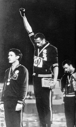 f3009e8884 Protestation aux Jeux Olympiques de Mexico par deux athlètes américains